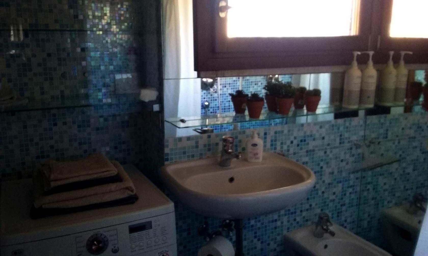 venicetomeetyou_apartment_bathroom